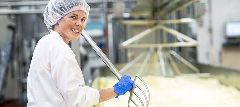 Travailleur de la fromagerie St-Guillaume